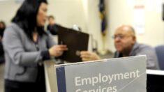 Las solicitudes semanales de subsidio por desempleo bajan a 473,000 en EE.UU.
