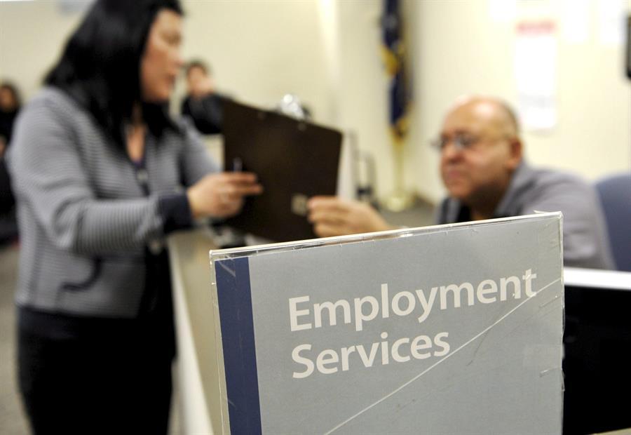 Bajan a 281,000 las peticiones semanales de subsidios de desempleo en EE.UU.