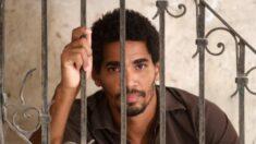 Arrestan a artista opositor en Cuba por tratar de repartir caramelos a niños