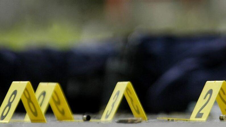 Al menos una persona falleció y otras dos resultaron heridas después de que un hombre armado con una pistola comenzara a disparar sobre los empleados de un supermercado en la localidad de West Hempstead, en la región neoyorquina de Long Island. EFE/Archivo