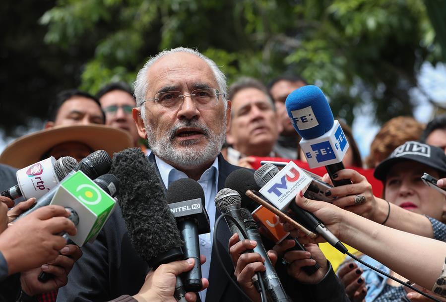 El expresidente boliviano Carlos Mesa contrae covid-19 y guarda reposo