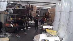 Intrusos con martillos dañan la imprenta del Epoch Times en Hong Kong