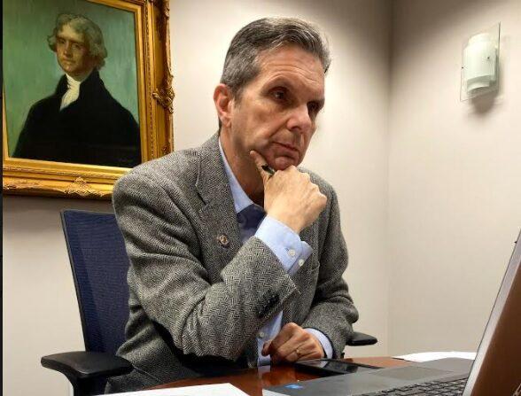 El asambleísta de Nueva Jersey Gerry Scharfenberger. (Cortesía de Brian Thomas, Oficina de Legislación y Políticas del Asm. Scharfenberger)