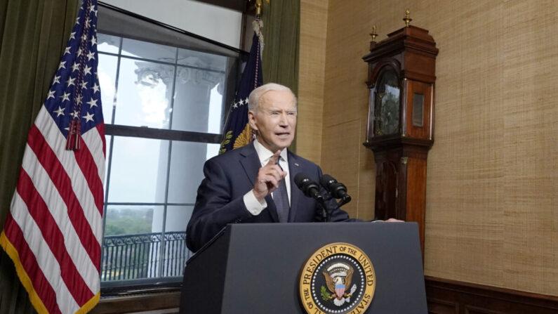 El presidente Joe Biden habla desde la Sala de Tratados de la Casa Blanca sobre la retirada de las tropas estadounidenses de Afganistán, en Washington, el 14 de abril de 2021. (Andrew Harnik-Pool/Getty Images)