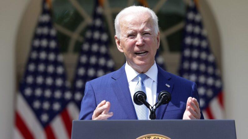 El presidente de EE.UU. Joe Biden habla durante un evento sobre el control de armas en el Jardín de las Rosas en la Casa Blanca en Washington el 8 de abril de 2021. (Alex Wong/Getty Images)