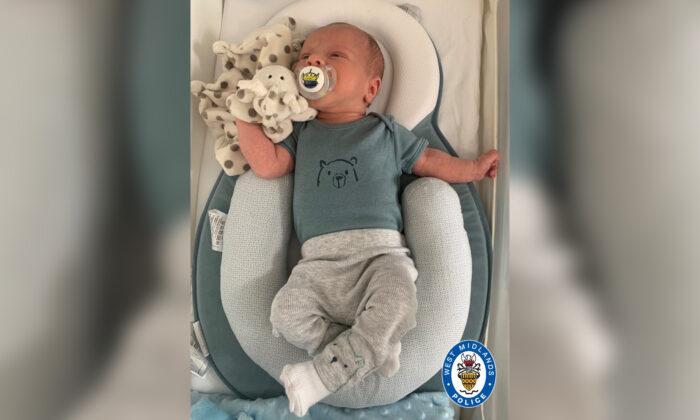 Foto sin fecha publicada por la policía de West Midlands que muestra a Ciaran Leigh Morris, un bebé de dos semanas que falleció luego de que su cochecito fuera embestido por un automóvil, el 4 de abril de 2021. (Policía de West Midlands)