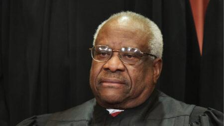 Juez de la Corte Suprema Thomas sugiere que Facebook y Twitter podrían regularse como servicios públicos