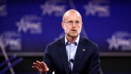 """Comisionado de la FCC quiere cerrar """"laguna"""" que permite a operadoras chinas acceder a redes de EEUU"""