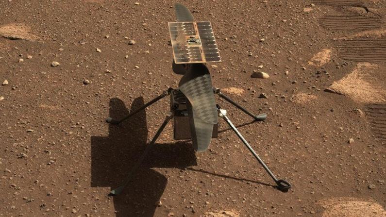 """Fotografía cedida por la NASA donde se muestra un primer plano del helicóptero """"Ingenuity"""" tomado el 5 de abril por Mastcam-Z, un par de cámaras con zoom instaladas a bordo del rover """"Perseverance"""" en Marte. EFE/ NASA"""