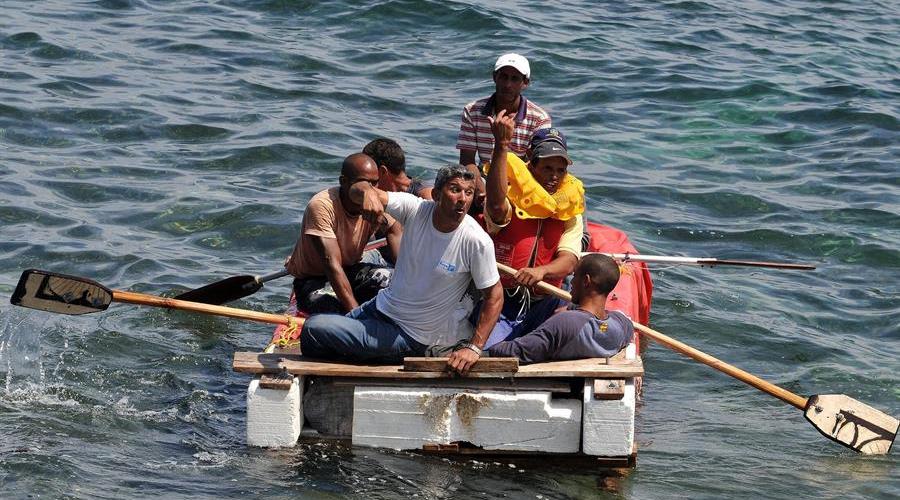 EE.UU. repatria a 14 cubanos rescatados de embarcación precaria en los Cayos