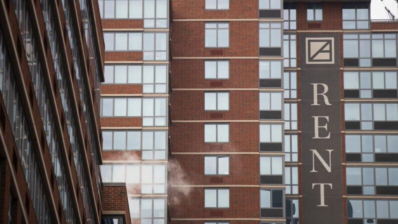 Una vista de un edificio de apartamentos en el barrio de Chelsea en Manhattan, el 11 de enero de 2018 en la ciudad de Nueva York (EE.UU.). (Drew Angerer/Getty Images)