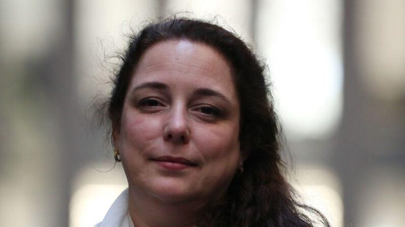 La artista cubana Tania Bruguera posa en la Sala de Turbinas de la Tate Modern en la inauguración de su comisión 'Tania Bruguera: 10,142,926' en Londres (Reino Unido) el 1 de octubre de 2018. (Daniel Leal-Olivas/AFP/Getty Images)