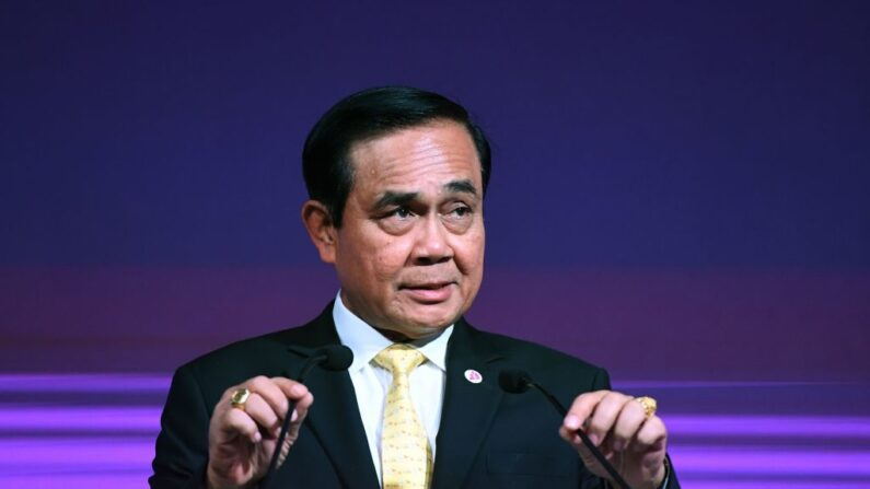El primer ministro tailandés, Prayut Chan-O-Cha, habla en un foro empresarial al margen de la 33ª cumbre de la Asociación de Naciones del Sudeste Asiático (ASEAN) en Singapur, el 13 de noviembre de 2018. (Lillian Suwanrumpha/AFP vía Getty Images)