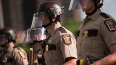 Encuesta muestra que la mayoría de estadounidenses están preocupados por la retórica contra la policía
