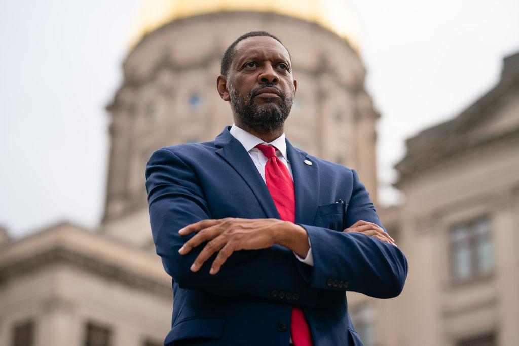 El aliado de Trump, Vernon Jones, anuncia candidatura para gobernador de Georgia