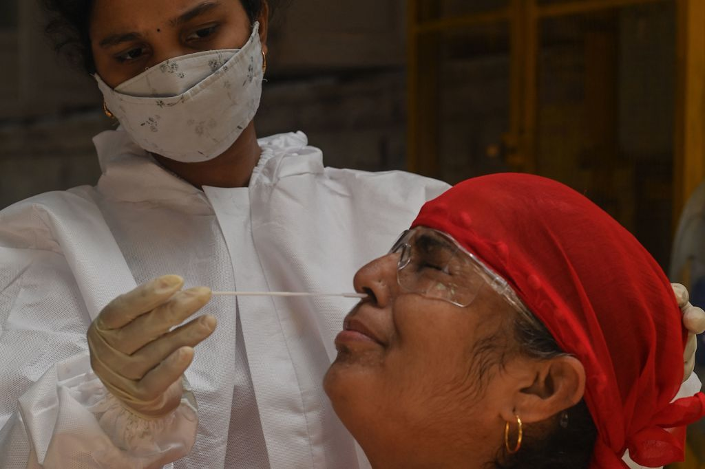 India impone confinamiento de una semana en Nueva Delhi ante el aumento del covid-19