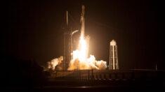 La cápsula Crew Dragon se acopla a la Estación Espacial Internacional