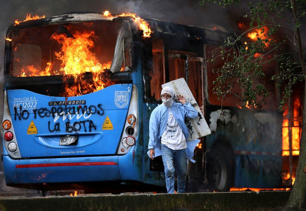 """Exgobernantes condenan a la """"dictadura"""" de Venezuela por instigar la violencia en Colombia"""