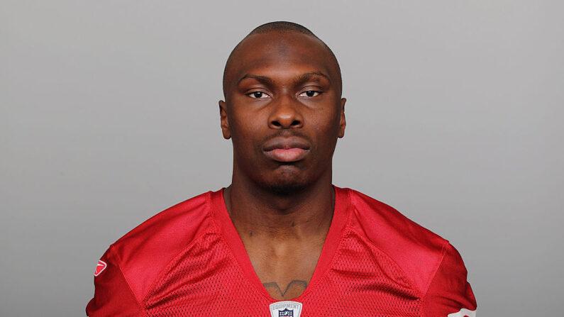 En esta imagen cedida por la NFL, Phillip Adams, de los San Francisco 49ers, posa para su foto de cabecera de la NFL alrededor de 2011, en San Francisco, California. (NFL vía Getty Images)