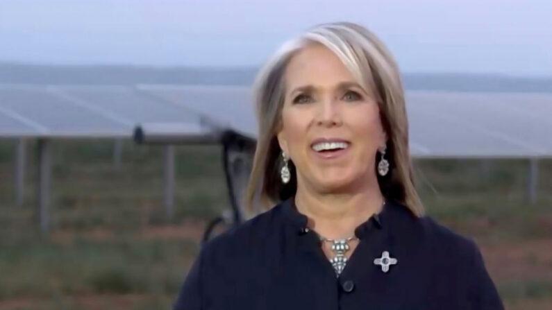 Captura de pantalla de la transmisión en directo de la Convención Nacional Demócrata de 2020. La gobernadora de Nuevo México, Michelle Lujan Grisham, se dirige a la convención virtual el 19 de agosto de 2020. (DNCC vía Getty Images)