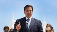 """Gobernador de Florida DeSantis: Las personas que hayan sido vacunadas deben """"actuar como inmunes"""""""