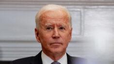 """Biden apoya que gigantes tecnológicos tomen medidas contra la """"desinformación"""": Casa Blanca"""