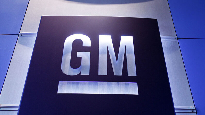Un logotipo de General Motors se muestra en el Centro Técnico de General Motors en Warren, Michigan (EE.UU.). (Bill Pugliano/Getty Images)