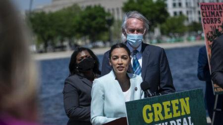 Reinicio del Green New Deal: Demócratas, 'es una revolución'; GOP, es un 'superpaquete socialista'