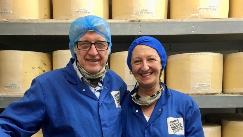 Los queseros John y Katherine Spencer. (Cortesía de Cheddar Gorge Cheese Company)