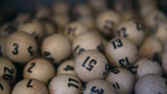 Hombre ganó USD 2 millones con boleto de lotería después de perder todo en una inundación