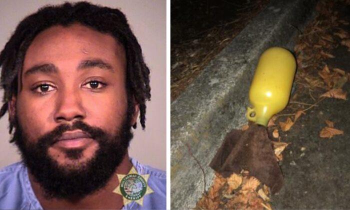 Malik Muhammed (izq.) Enfrenta cargos que incluyen intento de asesinato. Dispositivo incendiario (de) que supuestamente arrojó a la policía en Portland, Oregón, en septiembre. 21 de febrero de 2020 (Cárcel del condado de Multonomah; Oficina de Policía de Portland)
