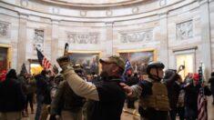 """Un miembro de los """"Oath Keepers"""" se declara culpable de irrumpir en Capitolio de EE.UU."""