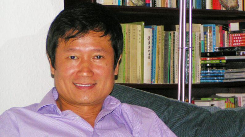 Pu Zhang, autor, hermano menor de Jung Chang, en su casa de Londres en 2012. (Cortesía de Pu Zhang)
