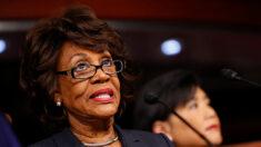 """Juez critica a congresista Maxine Waters por comentarios """"confrontativos"""" durante juicio de Chauvin"""