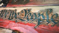 Artista talla bandera estadounidense para conmemorar a víctimas y socorristas del tornado de 2020