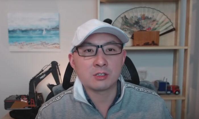 Zhou Qiang, el presentador de un programa de entrevistas semanal en YouTube, desapareció en China, el 20 de marzo de 2021. (Captura de pantalla a través de The Epoch Times)