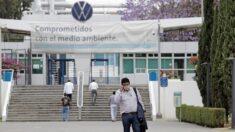Volkswagen interrumpe la producción en México por la escasez de chips