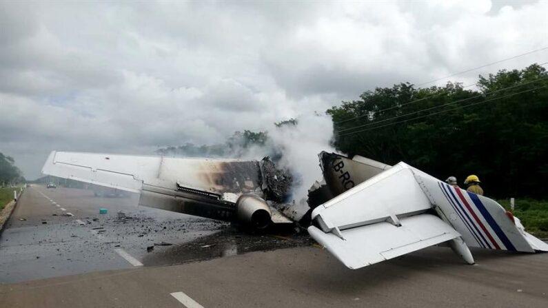 Seis personas fallecieron este jueves 29 de abril de 2021 al desplomarse una avioneta en la zona metropolitana de Monterrey, capital del norteño estado mexicano de Nuevo León, según informó Protección Civil del estado. EFE/STR/Archivo