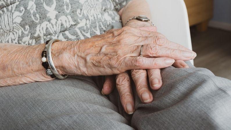 """Ingenioso nieto inventa el """"Yayagram"""" para comunicarse con su abuela de 96 años"""