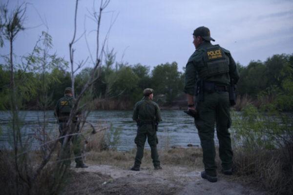Soldados del Ejército salvan a dos mexicanos de ahogarse en el río Grande