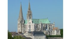 Reflejando lo divino: Catedral de Nuestra Señora de Chartres, Francia