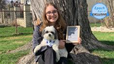 Joven abre tienda online de accesorios para mascotas hechas a mano inspirada en un perrito rescatado