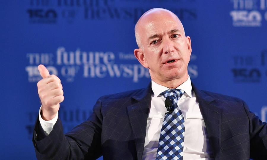 Bezos vende acciones de Amazon por 2400 millones de dólares antes de dejar la dirección