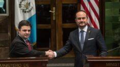 La Casa Blanca busca crear vías legales para que centroamericanos inmigren a EE.UU: Enviado