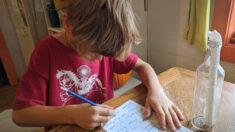 Niño de 8 años encuentra un mensaje en una botella enviado hace 25 años y localiza a su remitente