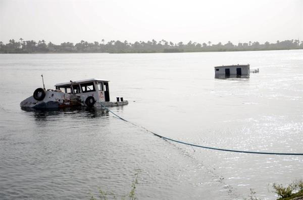 """El """"inminente"""" colapso de un estanque con desechos líquidos de una vieja planta de procesado de fosfatos tiene este domingo en alerta a una zona de la costa oeste de Florida, donde se han ordenado evacuaciones y los accesos están cortados. EFE/Ibrahim Zayed / Almasry Alyoum/Archivo"""