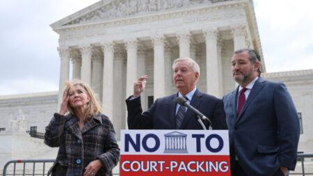 """Principales senadores del GOP: Ampliación de la Corte Suprema """"destruiría la independencia judicial"""""""