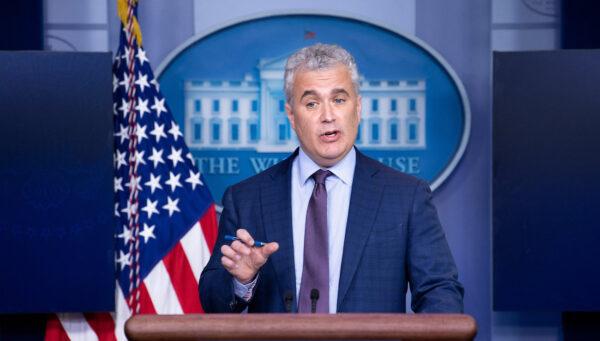 Casa Blanca está considerando exigir a turistas que muestren prueba de vacunación COVID-19: funcionario