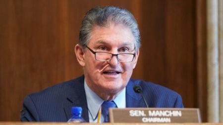 Senador Manchin: No hay garantía de que se apruebe el paquete de conciliación de USD 3.5 billones