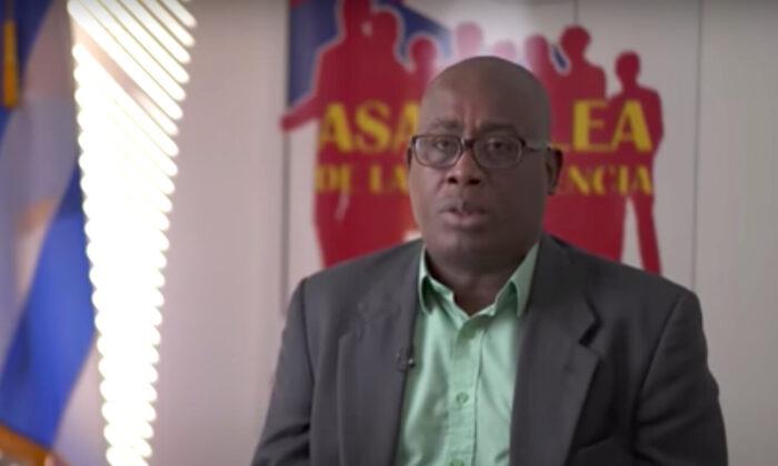 """Jorge Luis García Pérez (""""Antúnez"""") habla de sus experiencias de persecución por el régimen cubano en una entrevista con el programa Crossroads de The Epoch Times, en marzo de 2021. (Captura de pantalla/Crossroads, The Epoch Times)"""